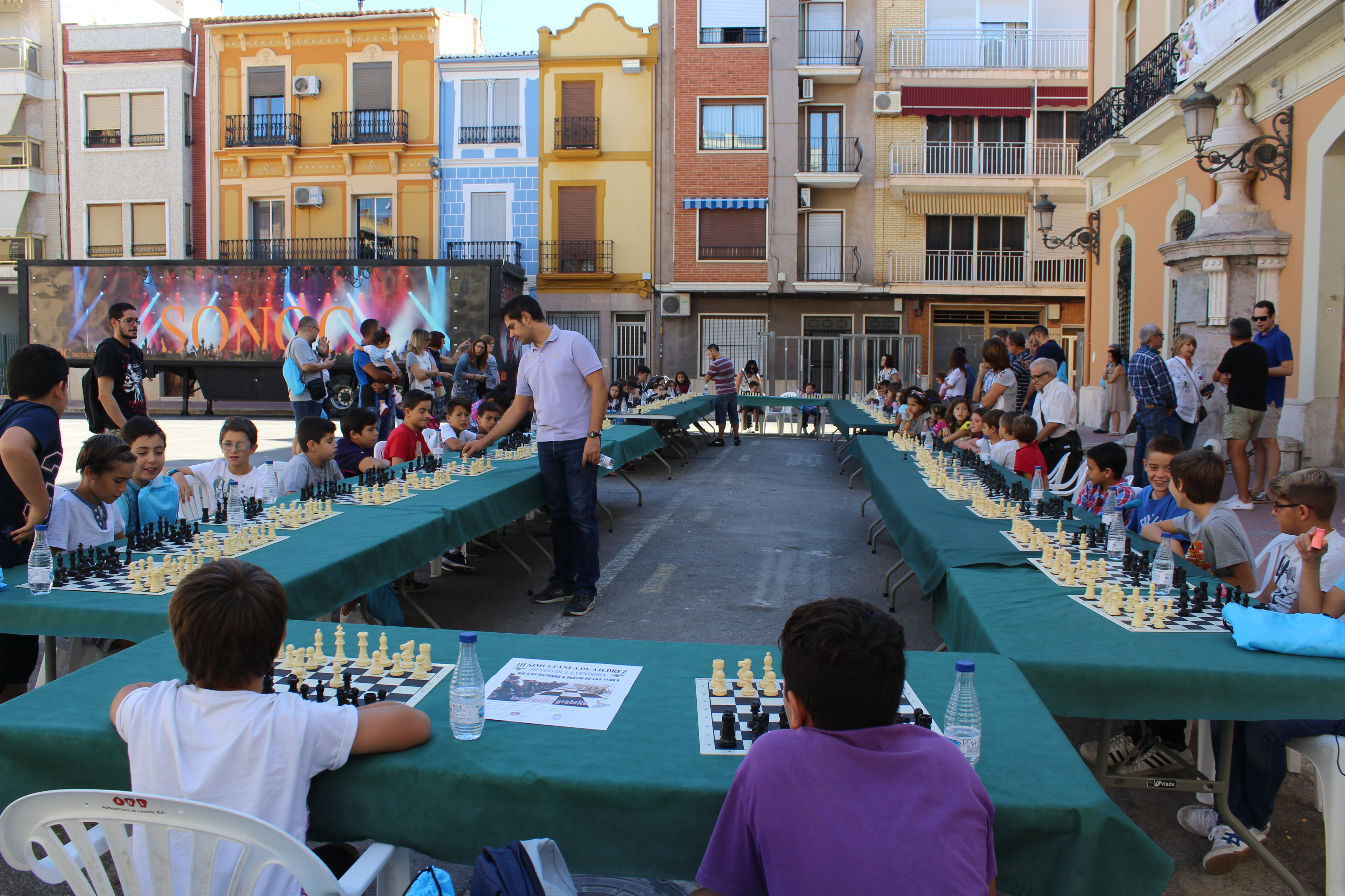 Los más de 50 participantes de entre 9 y 17 años se distribuyeron en dos grupos por edades.