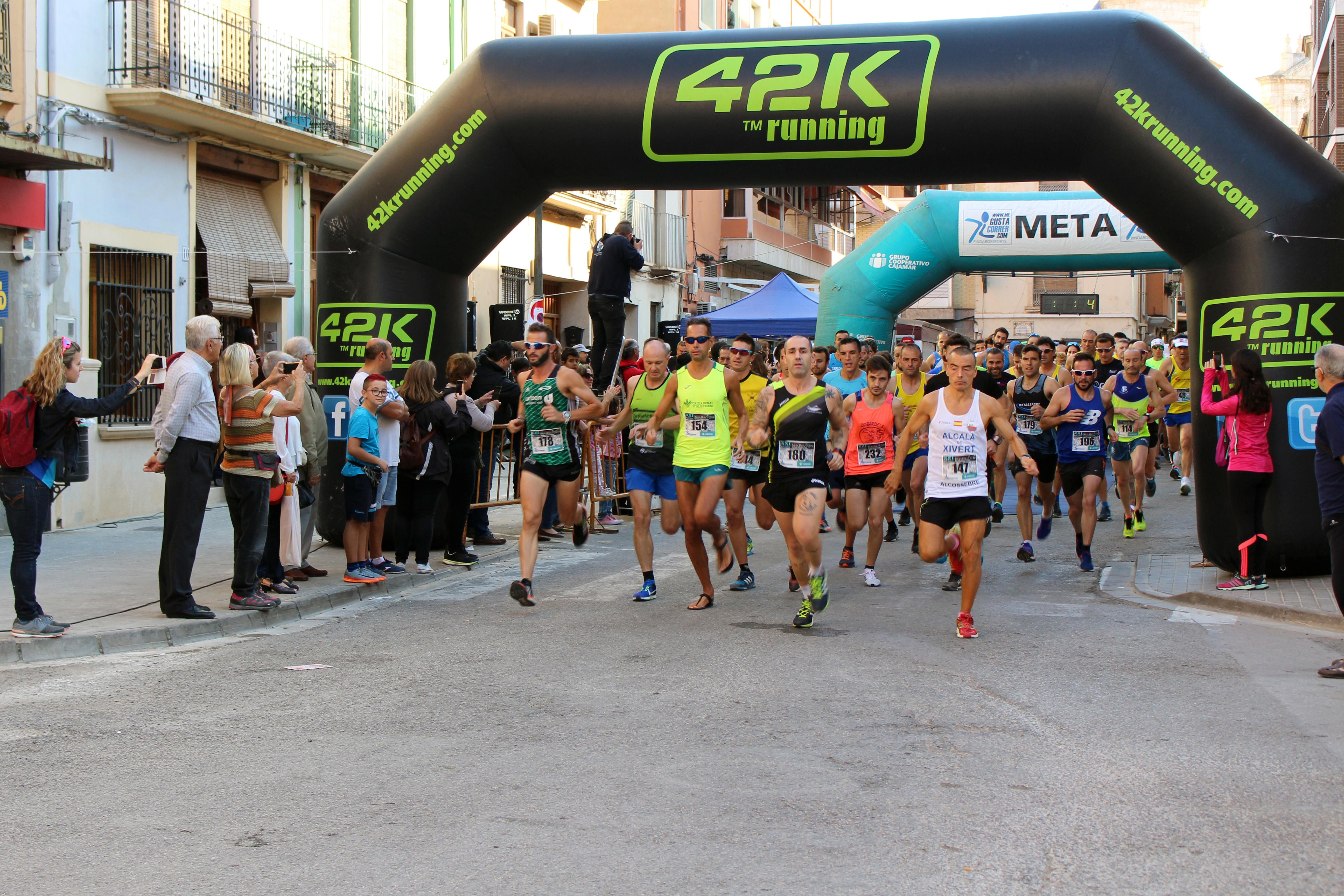 El primero en llegar a meta fue Mario Mirón, del Hinaco Monzón, con un tiempo de 01:14:54.