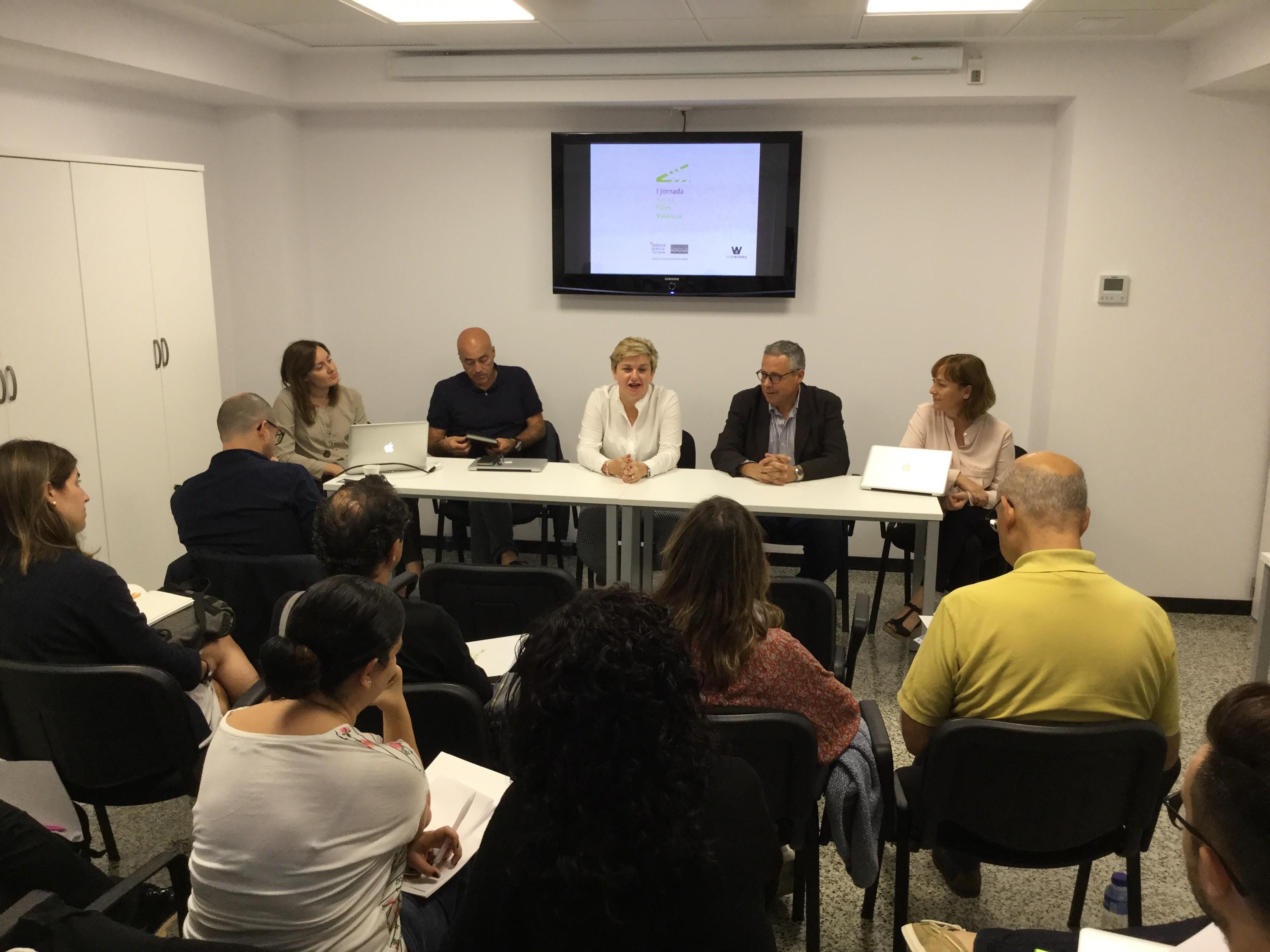 La diputada provincial Pilar Moncho ha obert el curs.