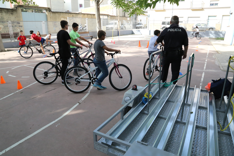 Las sesiones tienen una duración de una hora y van adecuadas a la edad del alumnado.