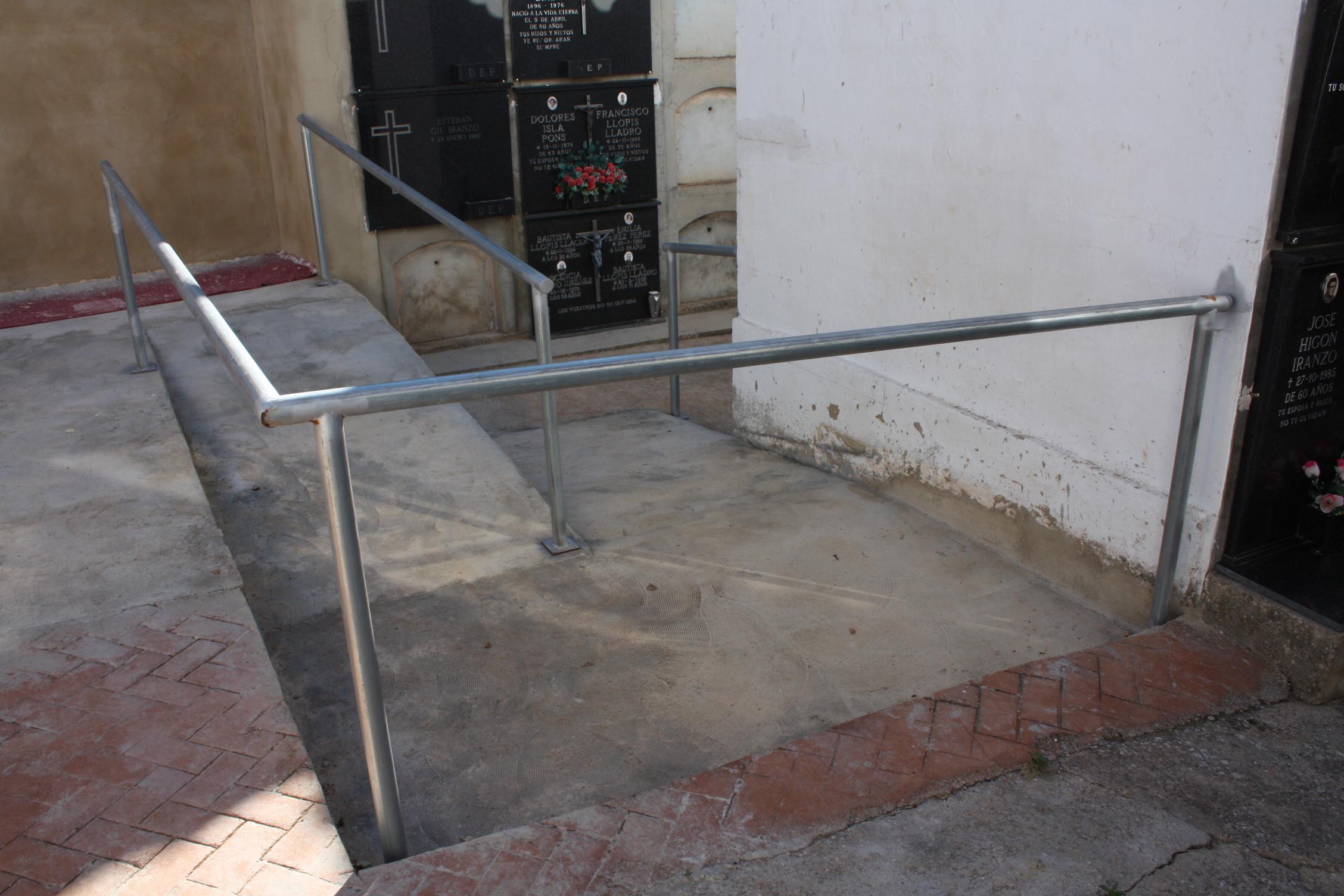 l'Ajuntament de Turís ha realitzat diverses millores en el cementeri municipal.