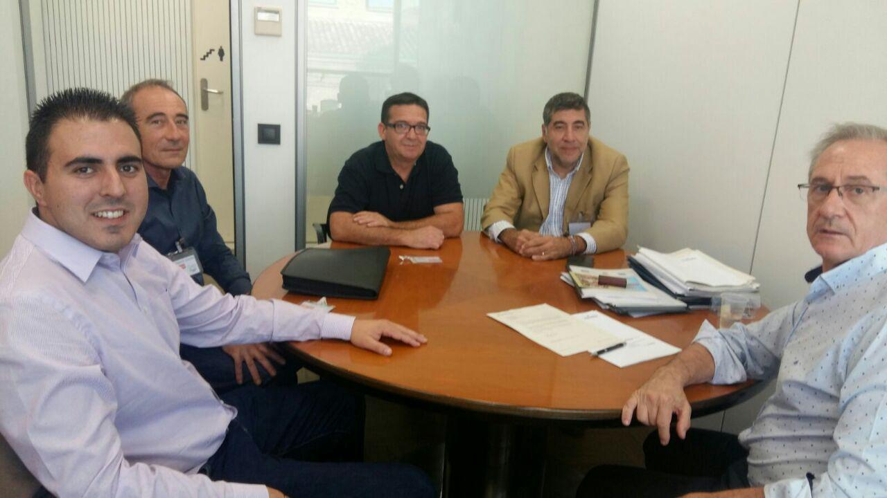 En la reunión mantenida entre el Concejal de Turismo de Buñol, Manuel Sierra, y Josep Gisbert, director de Estrategia Territorial Turística de la Agència Valenciana de Turisme, se trataron proyectos turísticos comarcales y locales.