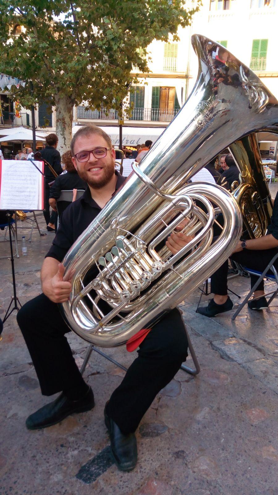 José Vicente Franco Landete con su tuba.
