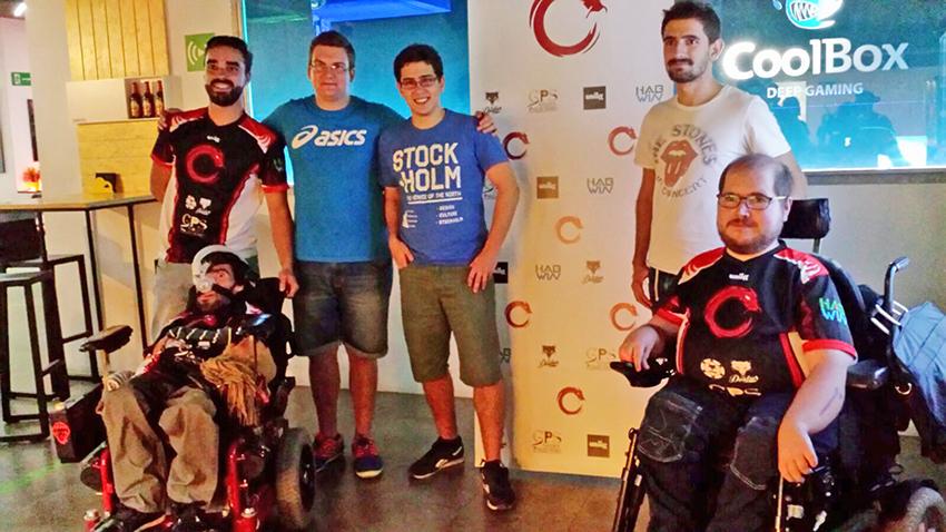 Pablo Cusí (en la imagen el primero por la izquierda) junto a compañeros y miembros de su equipo.