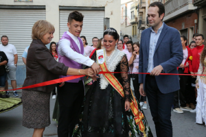La reina de esta XLIV Fiesta de la Vendimia ha cortado la cinta inaugural.