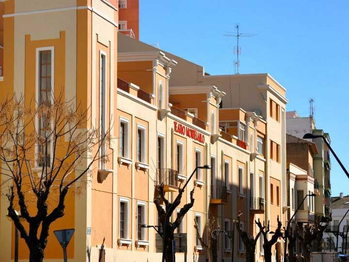 Fachada del Teatro Montecarlo de Buñol.