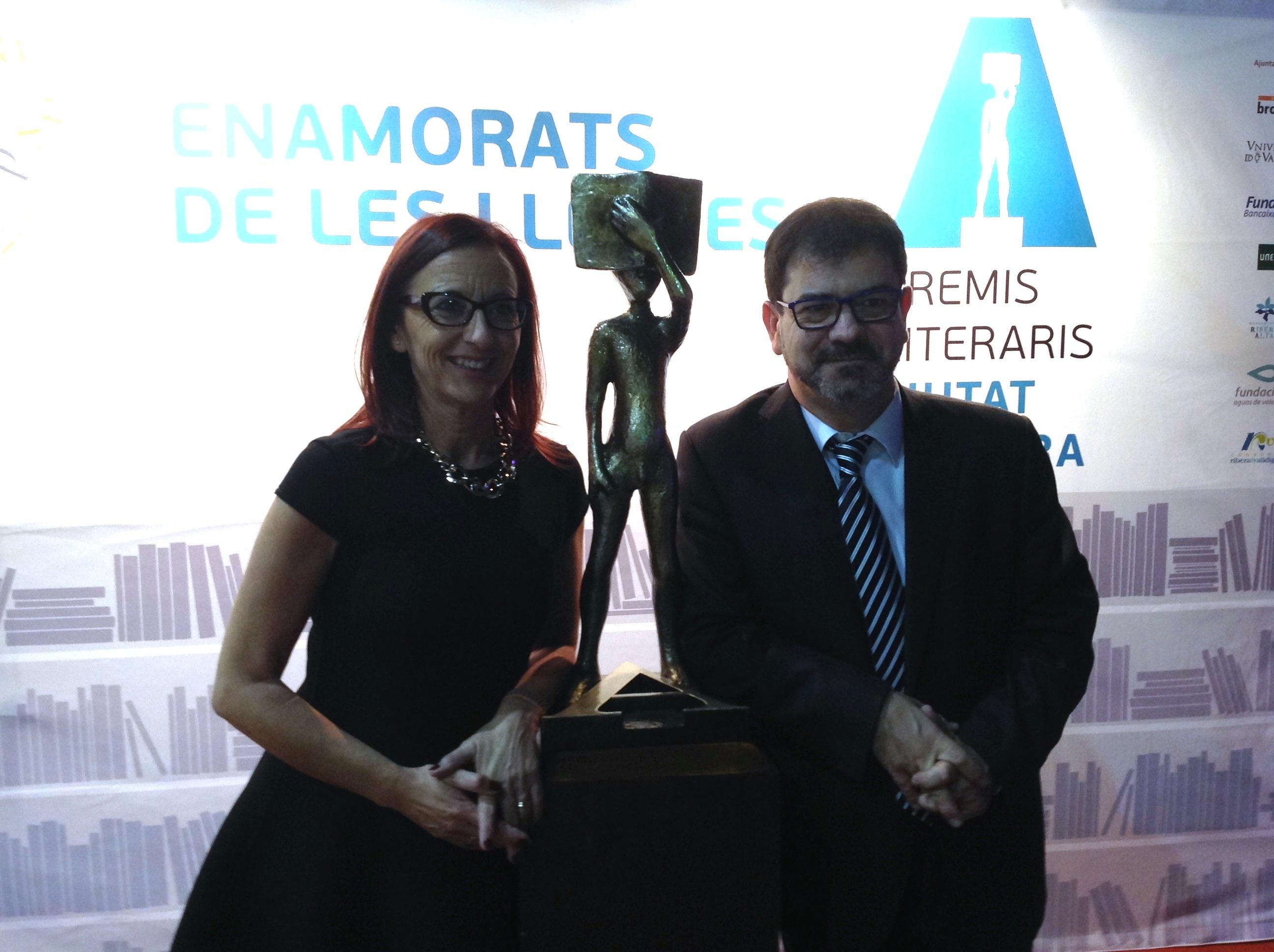 La vicepresidenta, Maria Josep Amigó, con el diputado Emili Altur en la pasada edición de los Premis Ciutat d'Alzira.