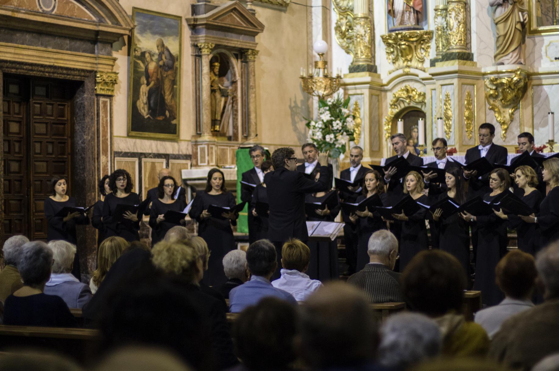El Coro de la Generalitat depende orgánicamente de la dirección adjunta de Música y Cultura Popular Valenciana de l'Institut Valencià de Cultura.