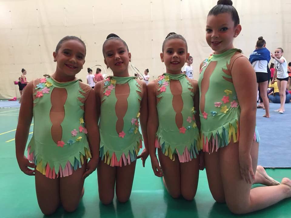 Las jóvenes gimnastas del club que participarán en el próximo torneo.