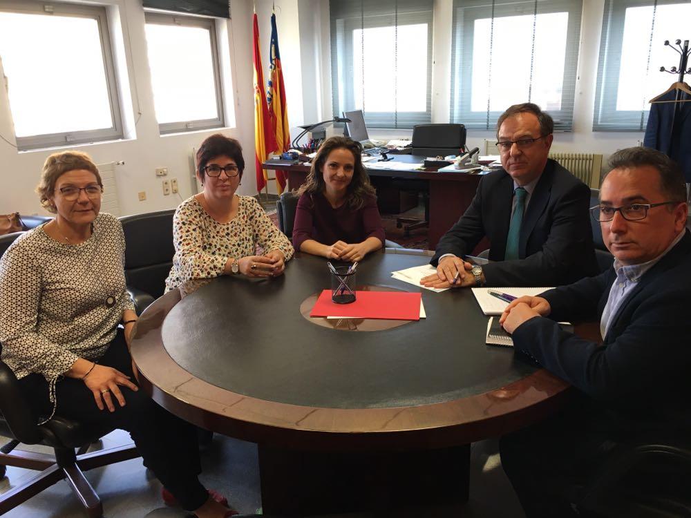 Las alcaldesas de Alborache, Buñol y Macastre, además del alcalde de Yátova, reunidos con el subdelegado del Gobierno.