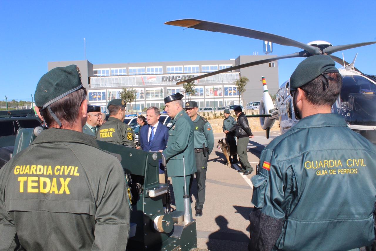 El delegado del Gobierno y el General Jefe de la Guardia Civil presentan el operativo desplegado por la Guardia Civil en Cheste.