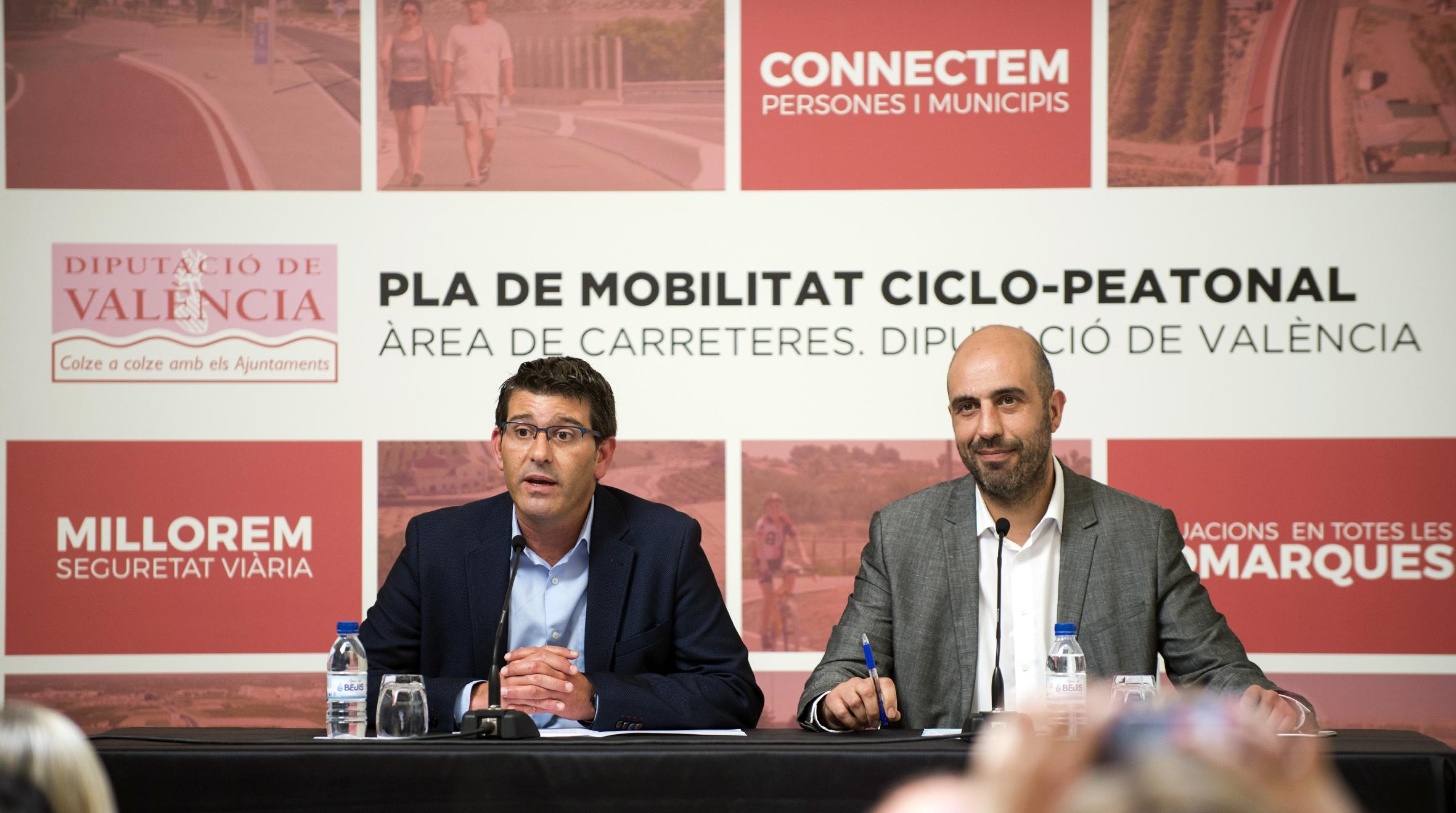 Jorge Rodríguez y Pablo Seguí durante la presentación del Plan de Movilidad Ciclo Peatonal de la Diputación.