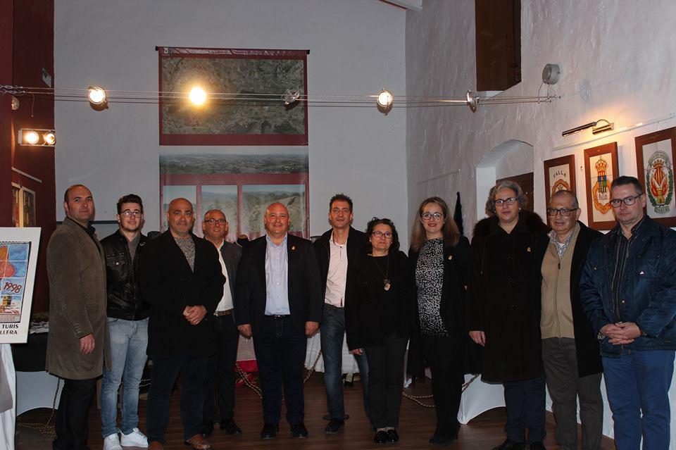 Reponsables municipals i integrants de la Junta Local Fallera de Turís.