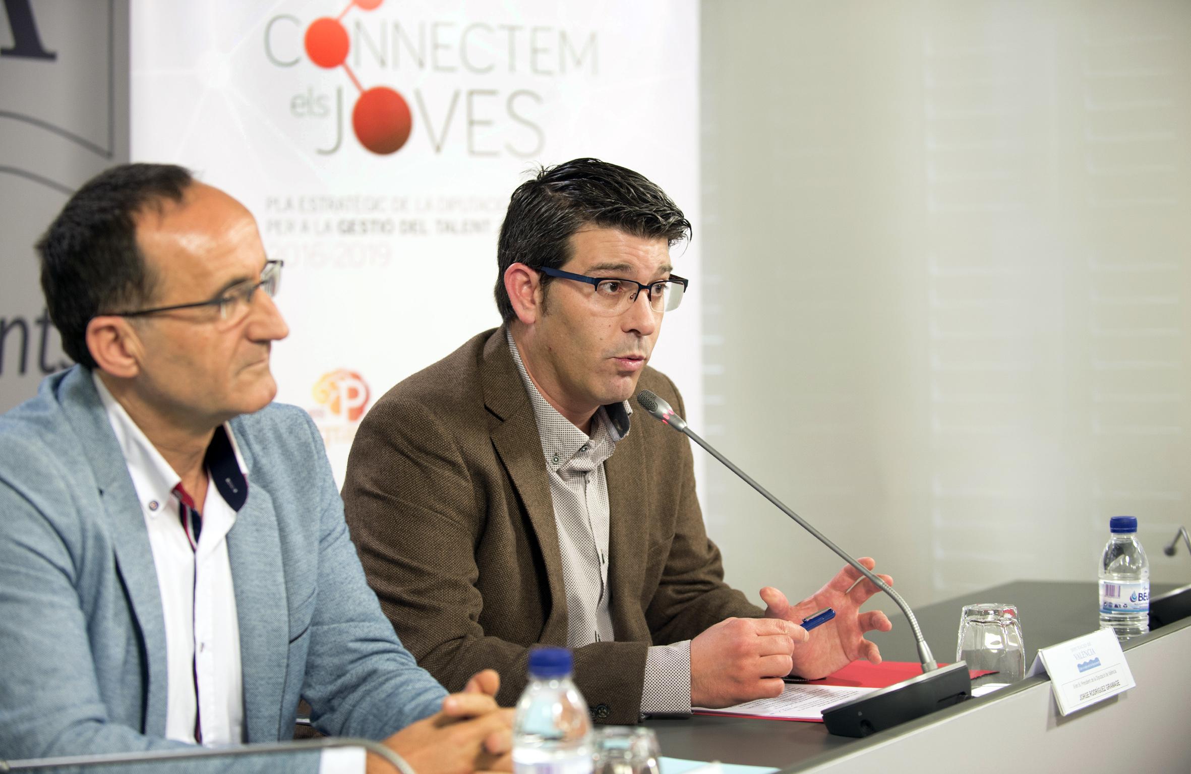 Jorge Rodríguez y el diputado Bartolomé Nofuentes durante la presentación.
