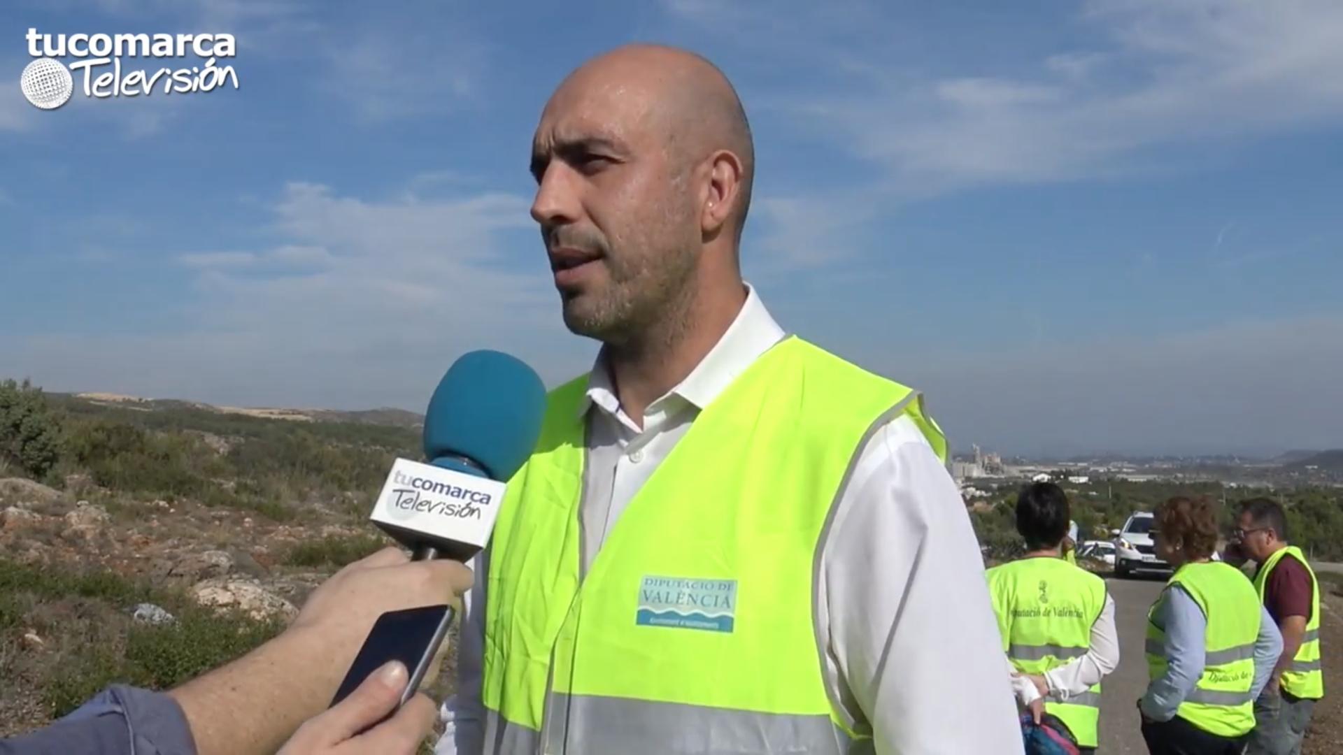 El diputado provincial de Carreteras, Pablo Seguí, durante su visita a La Hoya de Buñol-Chiva.
