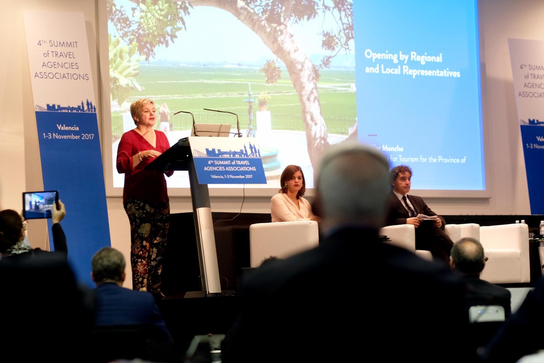 La diputada de Turismo de la Diputación durante la apertura de la IV Cumbre Mundial de Agencias de Viajes.