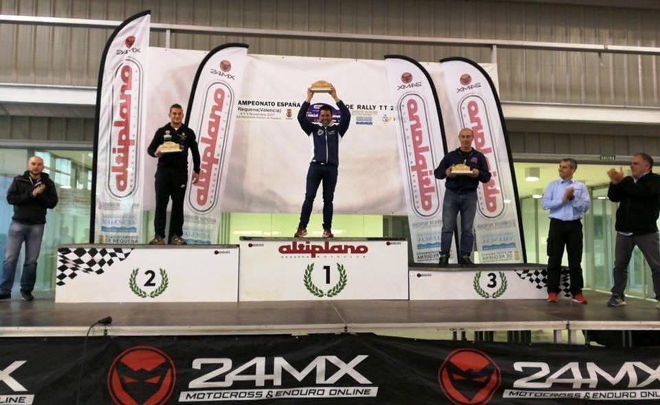 En la ceremonia de entrega de trofeos han estado miembros del Moto Club organizador así como de la Real Federación Motociclista Española.