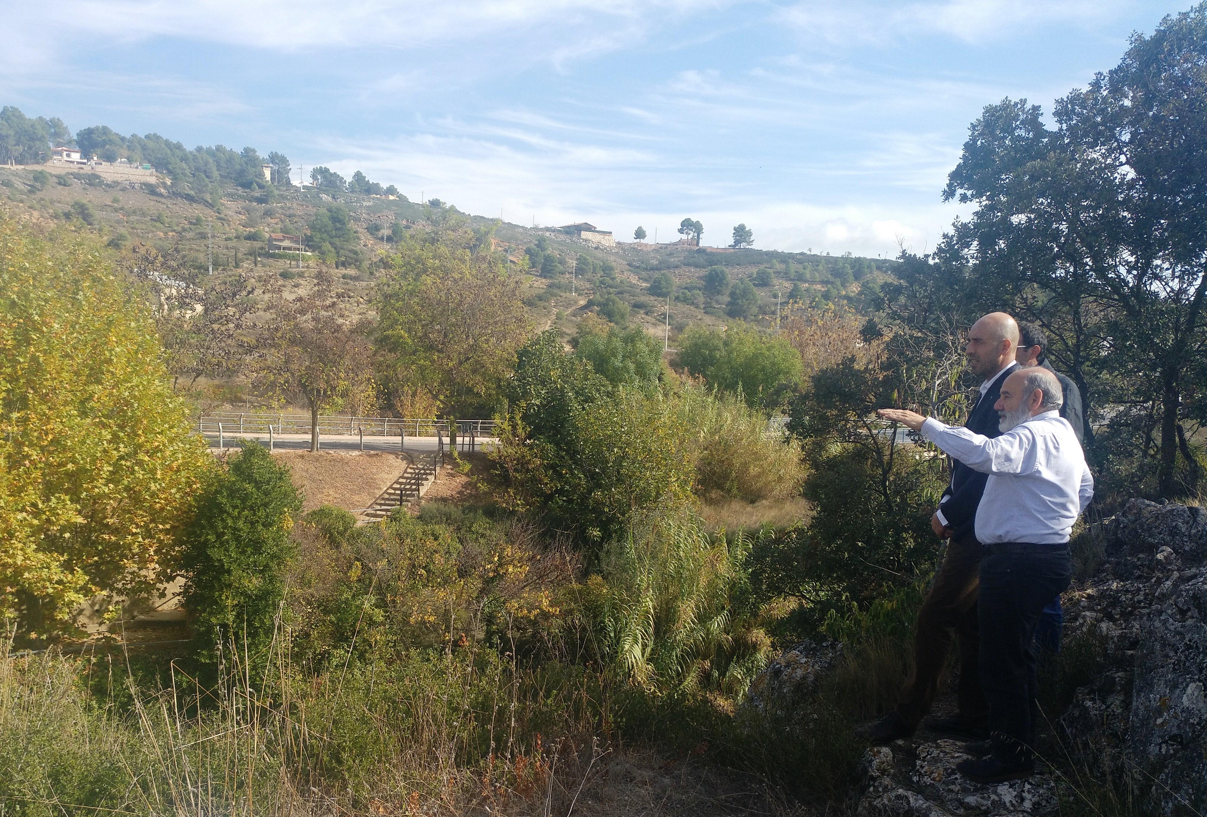 Pablo Seguí ha visitado Siete Aguas acompañado por los técnicos del área y su alcalde, Santiago Más.