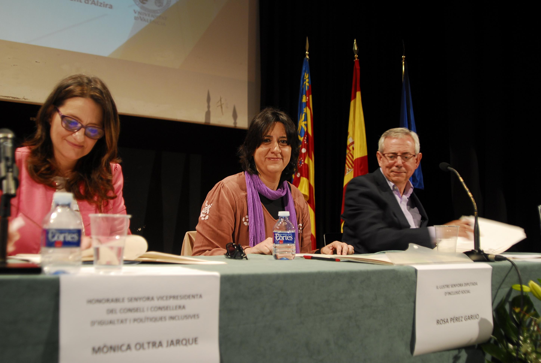 La diputada de Inclusión Social, Rosa Pérez Garijo, durante el acto de presentación del estudio.