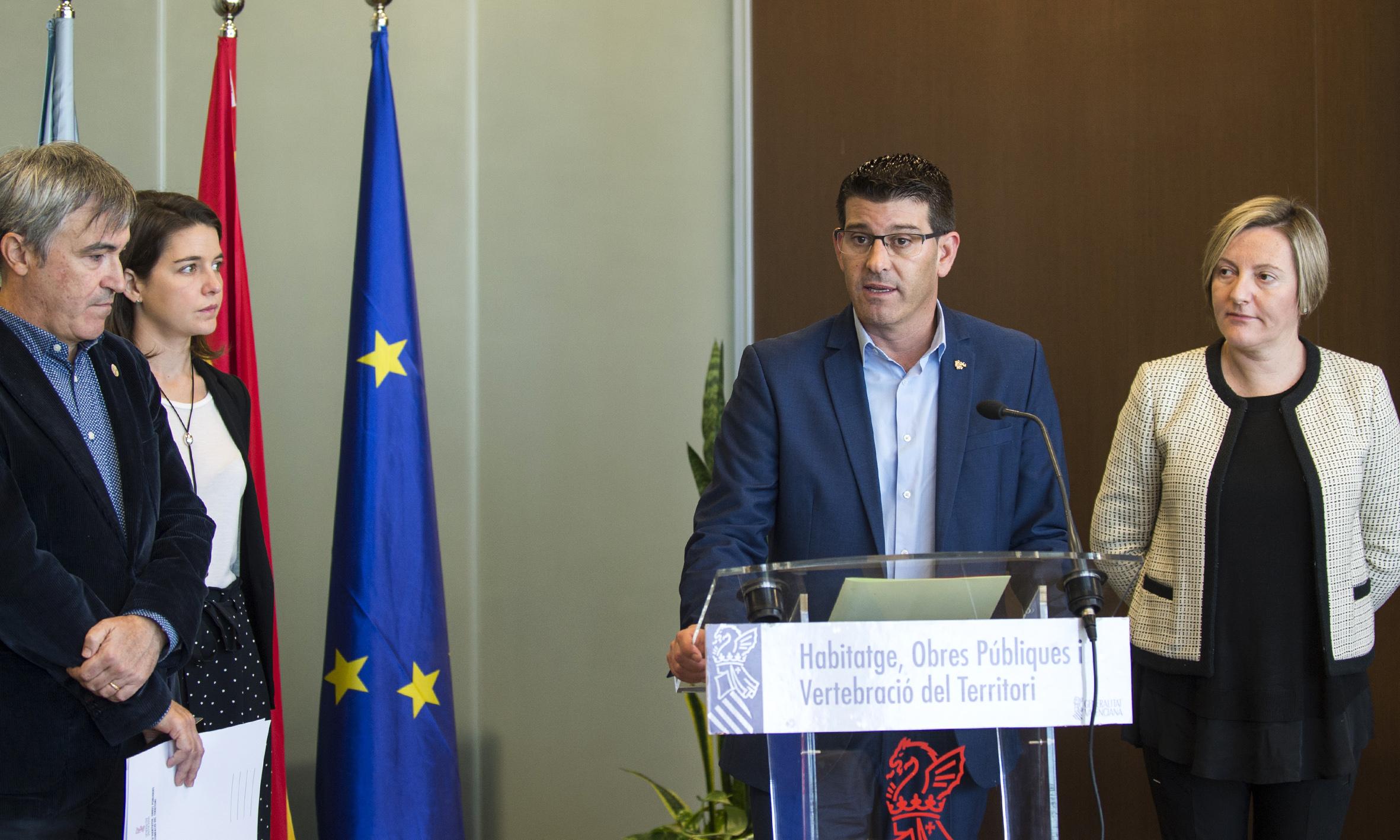 El presidente de la Diputació Jorge Rodríguez, junto a Mª José Salvador, consellera de Vivienda, Obras Públicas y Vertebración del Territorio.