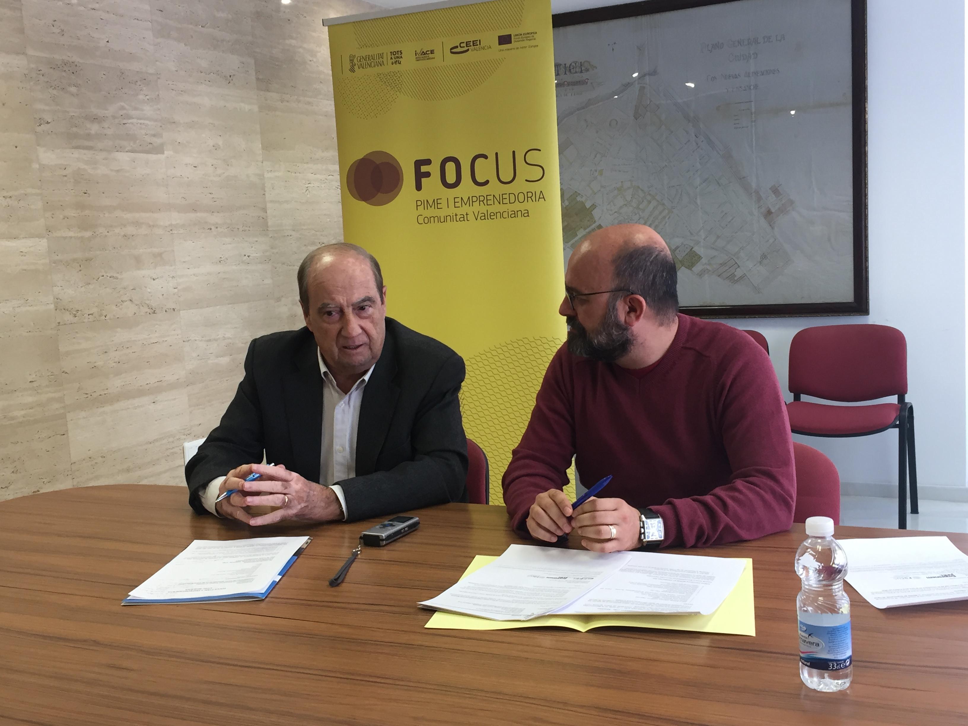 El Alcalde de Utiel, Fernando Benlliure y Jesús Casanova, Director del CEEI Valencia.
