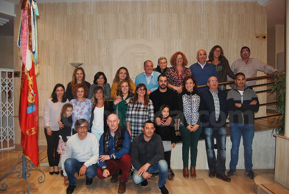 Rosario Pardo al frente de los integrantes de su candidatura que conformarán la nueva Junta Directiva del CIM «La Armónica» de Buñol.