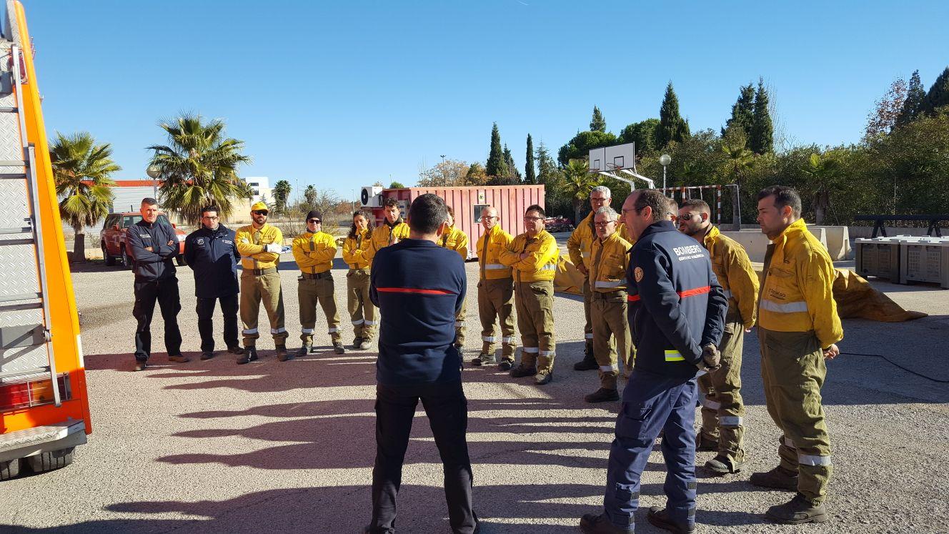 L'objectiu de les pràctiques conjuntes entre brigades i bombers és millorar la coordinació entre efectius de cara a una situació real d'incendi forestal.