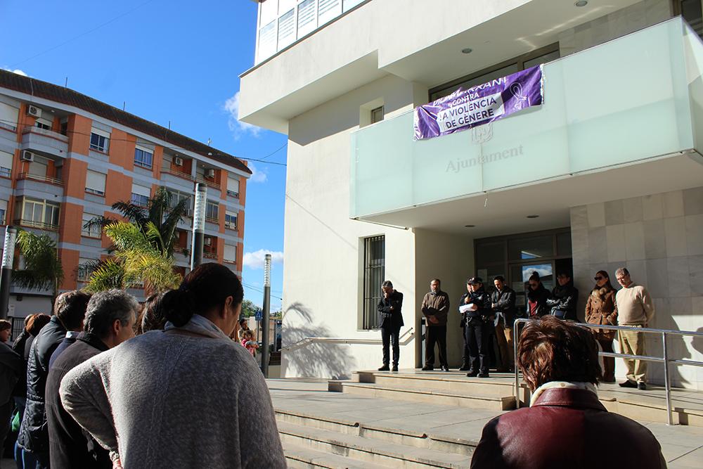 Este migdia, la lectura del manifest ha estat a càrrec de l'agent de la Policia Local de Vilamarxant, Núria, en representació de tot el cos de seguretat.