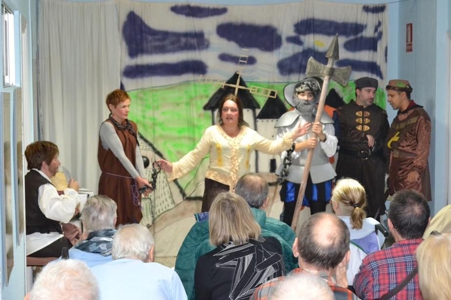 Los integrantes del grupo de teatro 'Ment Sana' han cumplido ya cinco años de existencia, con representaciones libres y cómicas inspiradas en famosas obras literarias.