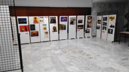 """Exposición en el Salón de Actos del Ayuntamiento y la temática con el título """"No me toques el WhatsApp"""", patrocinada por el Instituto Valenciano de la Juventud."""