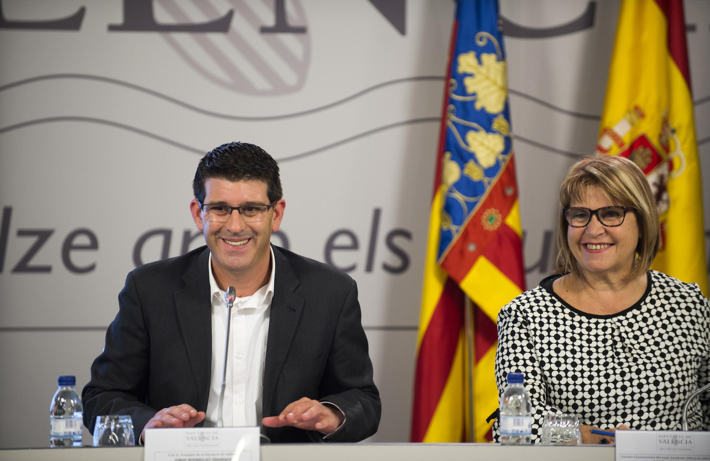 Los ayuntamientos valencianos tendrán plena autonomía para decidir la duración y categoría profesional de los contratos.