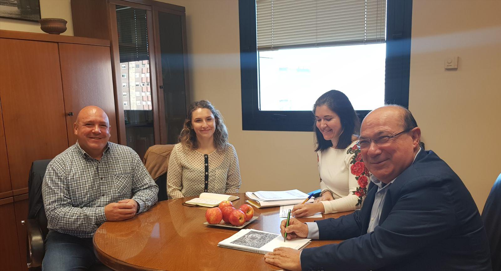 Reunión de trabajo de los responsables municipales con Jesús García, Subdirector General de Infraestructuras y Personal Técnico de la Conselleria de Educación.