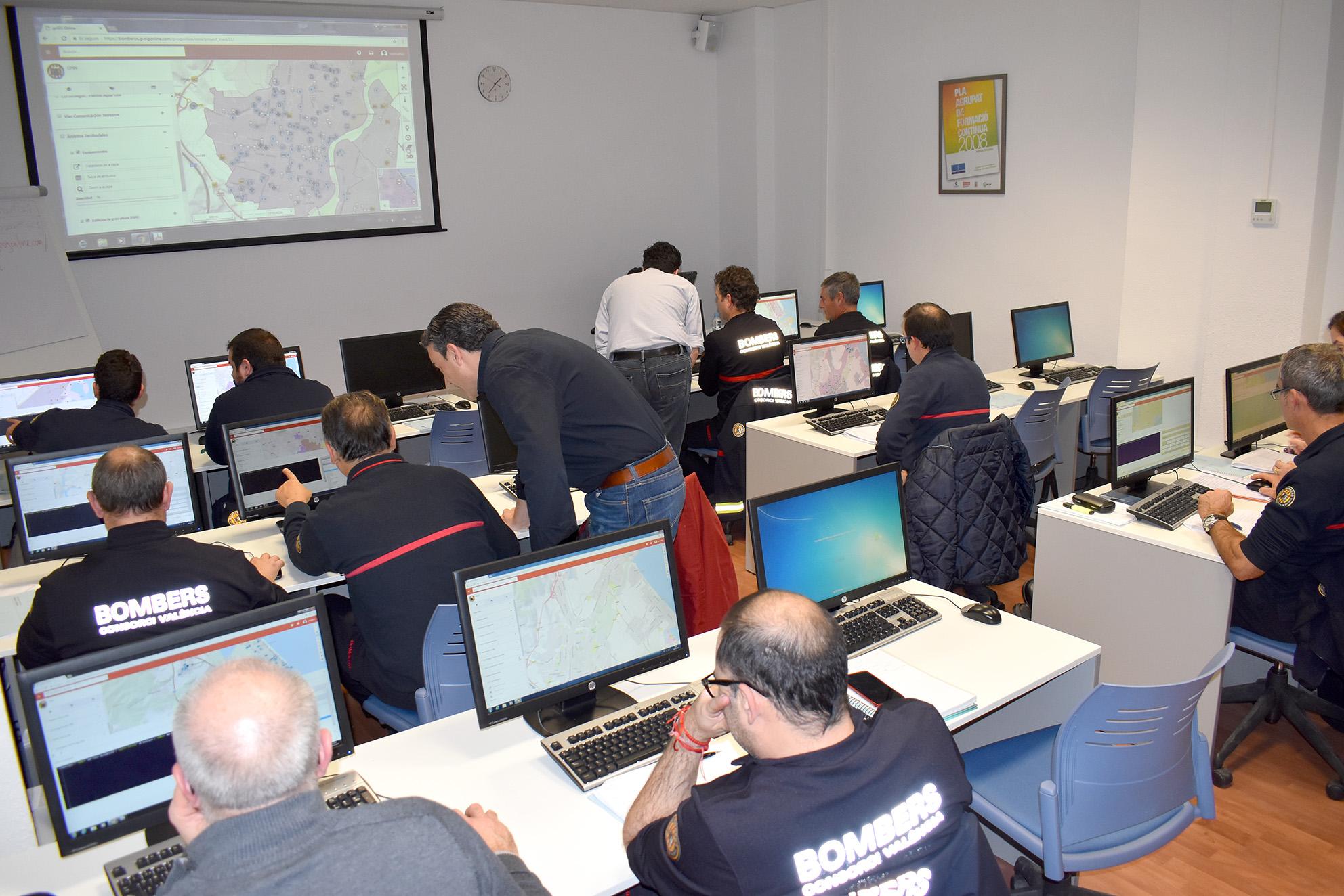 Durant el mes de desembre Divalterra està formant al total de torns del Centre de Comunicació i Control (45 bombers) en les instal.lacions del Servei de Formació de la Diputació.