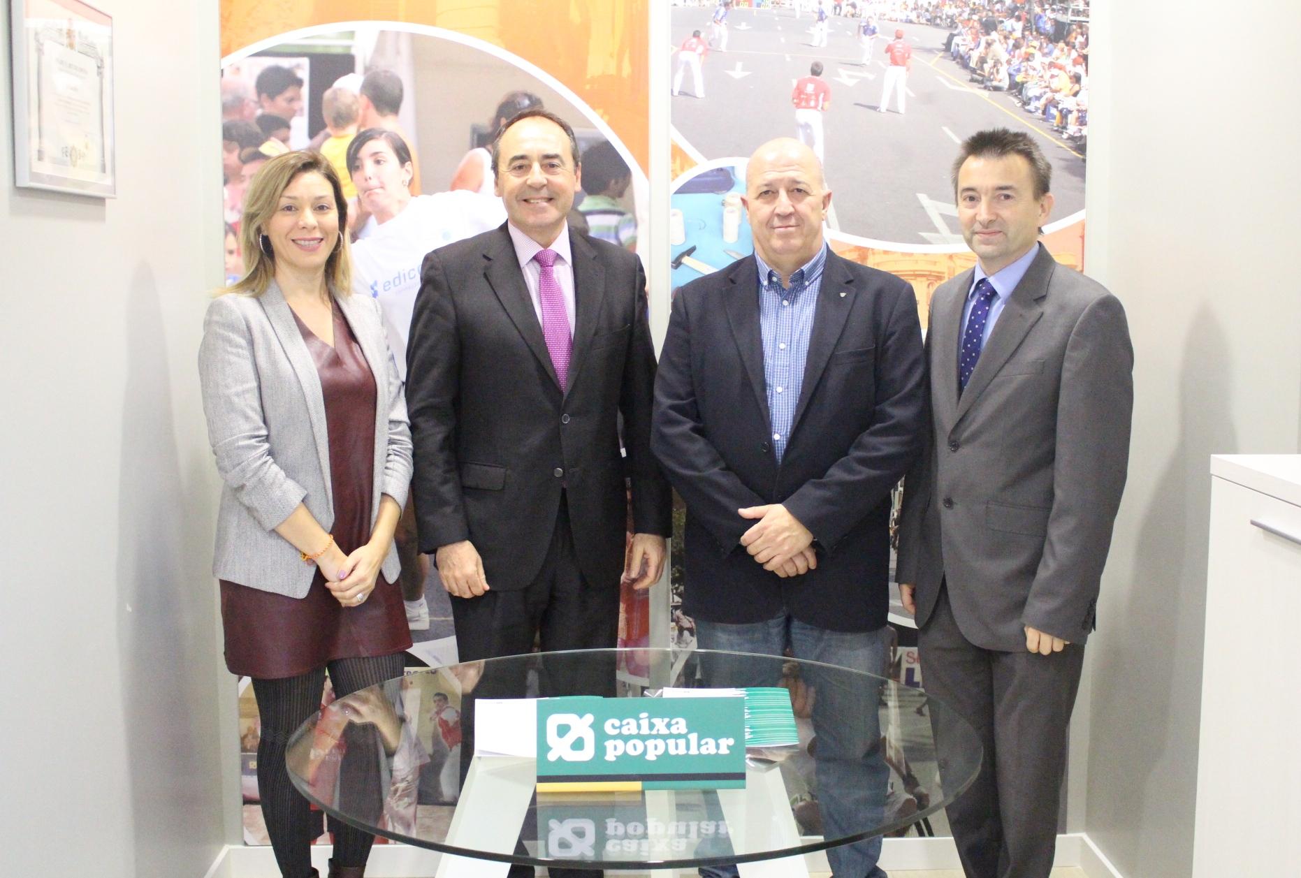 Responsables de Caixa Popular i de la Federació de Pilota Valenciana.