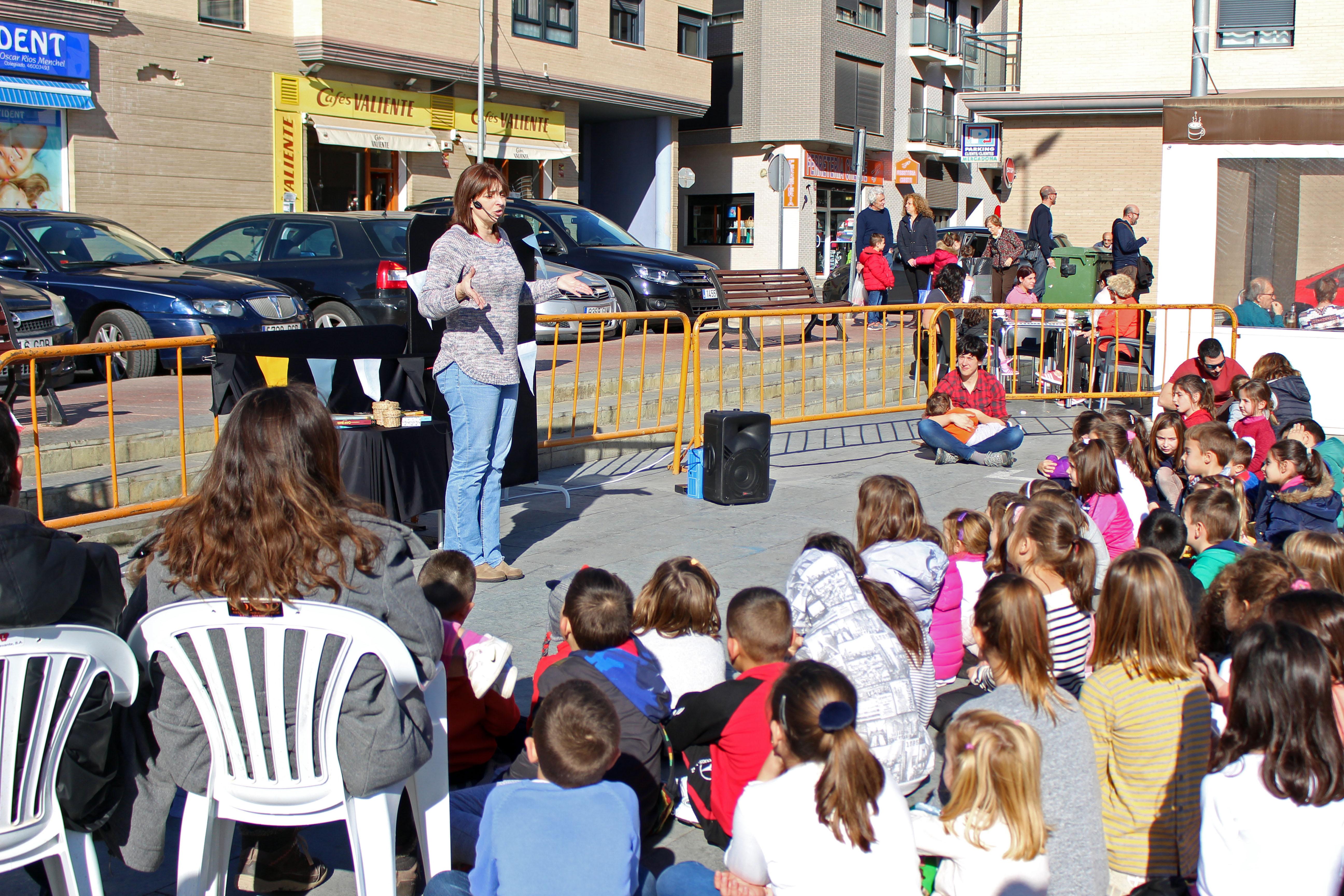 a actividad se ha desarrollado en la plaza II República y ha contado con la colaboración de los monitores de las Escuelas Deportivas Municipales.