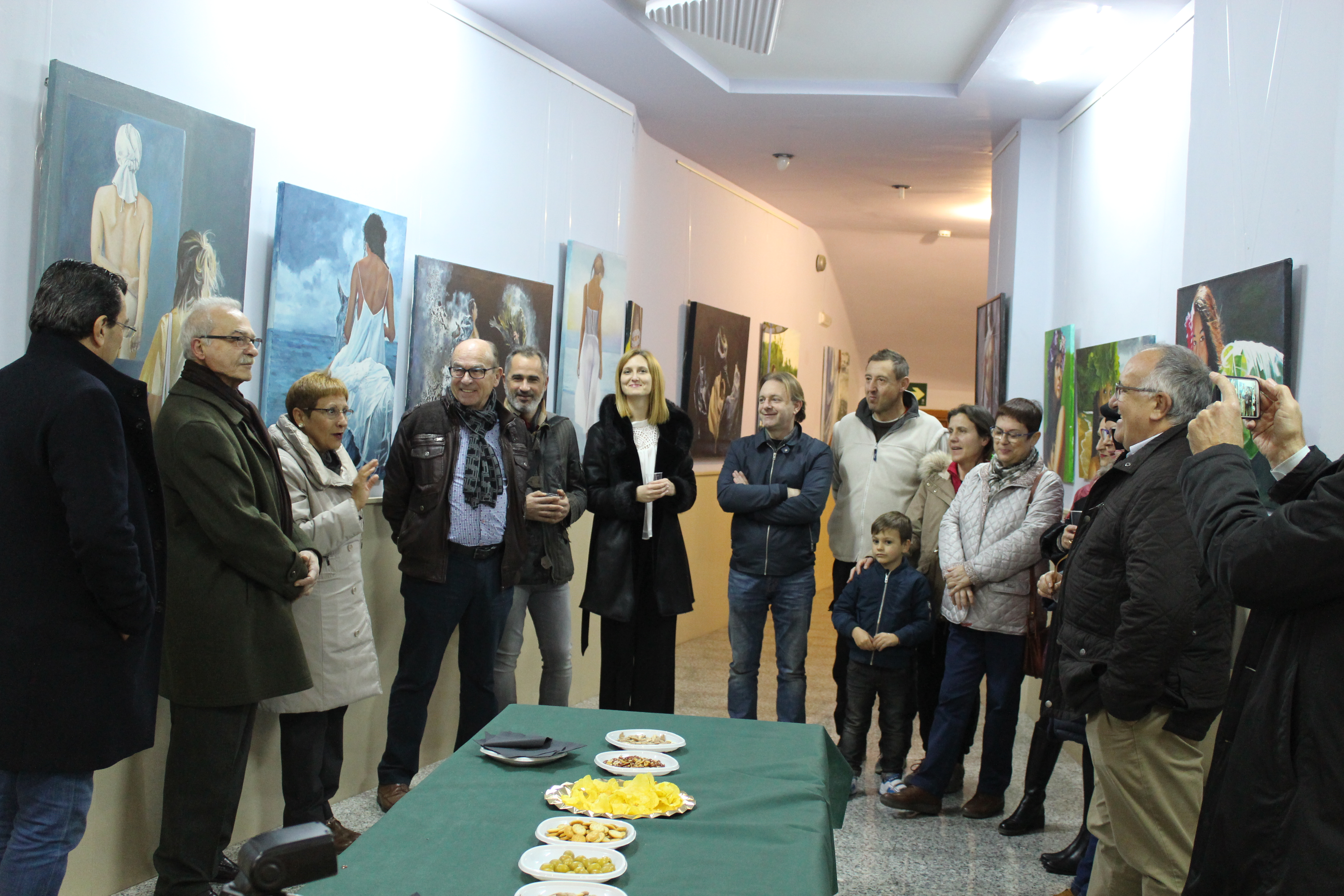 """El artista valenciano Francisco Farinós inaugura la exposición """"Realismo en la Pintura"""" en el teatro Liceo."""