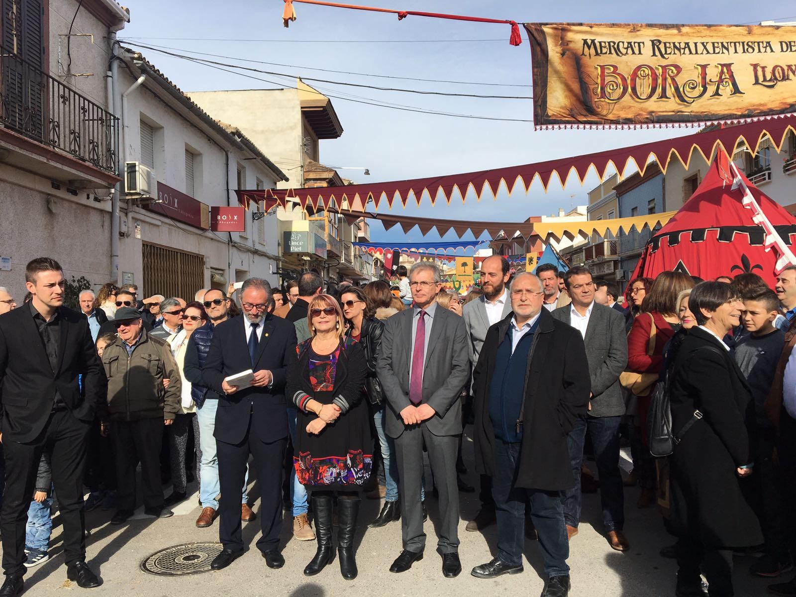 Els diputats Conxa Garcia i Bartolomé Nofuentes han assistit aquest dissabte a la inauguració oficial d'aquest popular mercat de recreació històrica.