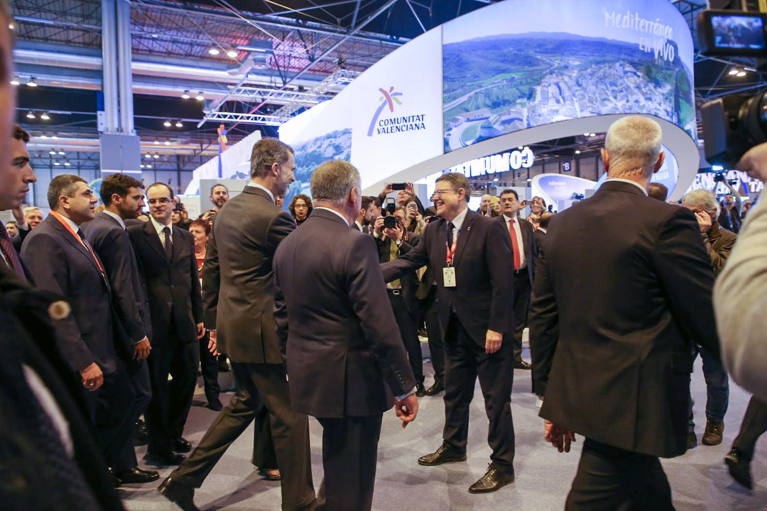 El president de la Generalitat, Ximo Puig, ha recibido a Sus Majestades los Reyes don Felipe y doña Letizia en el estand de la Comunitat Valenciana en la Feria Internacional de Turismo (Fitur).