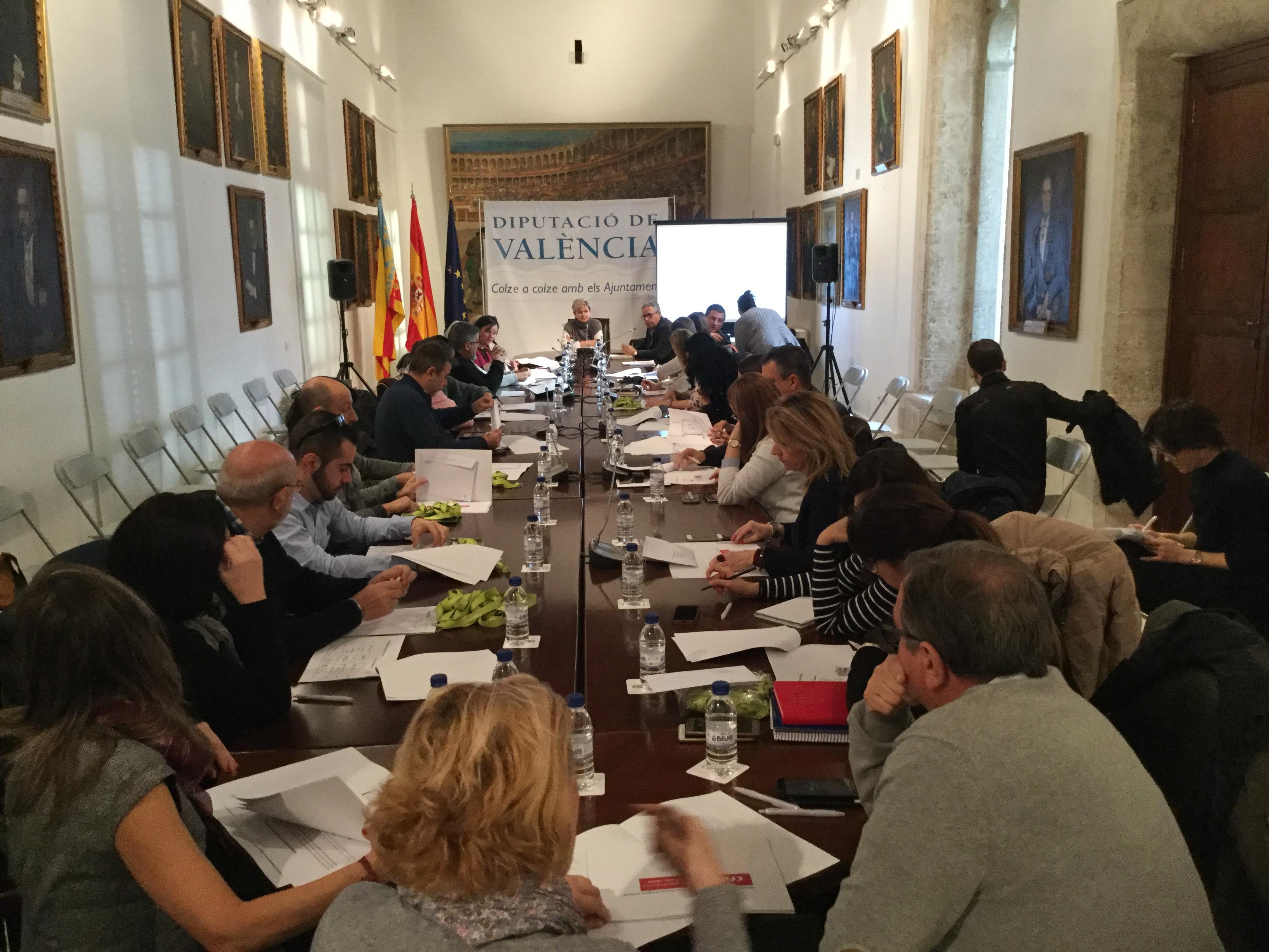 PIlar Moncho en la reunió celebrada en la Diputació de València.