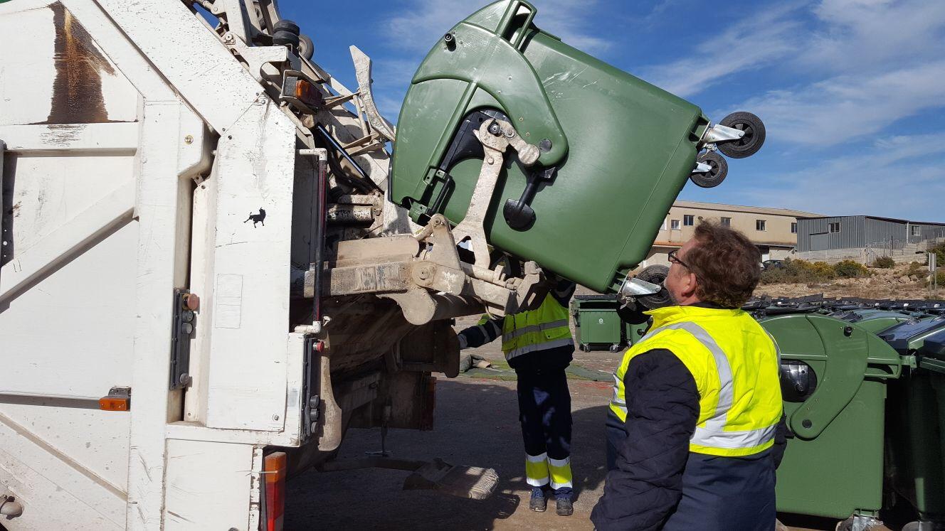 Està previst que, en les pròximes setmanes, l'empresa concessionària canvie 300 contenidors de tot el terme municipal per altres més funcionals.