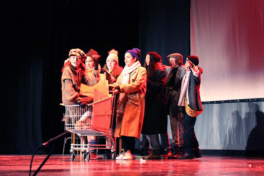 Representación de Annie en el cierre del Festival de Teatro Infantil Evohé en Cheste.