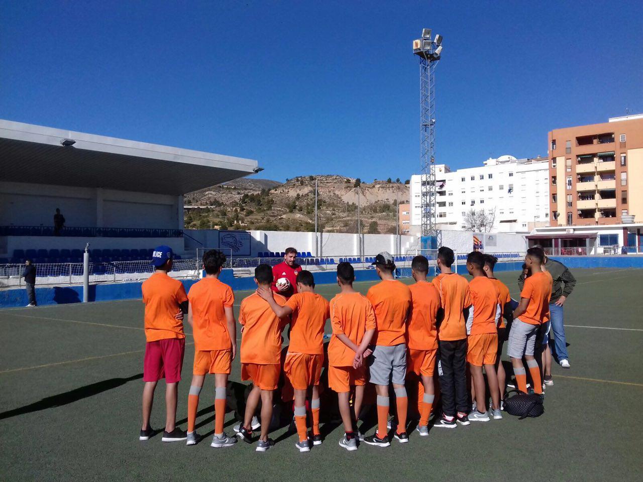El Centro de Menores de Buñol y la Fundación Valencia CF introducen el deporte en las rutinas diarias de estos jóvenes.