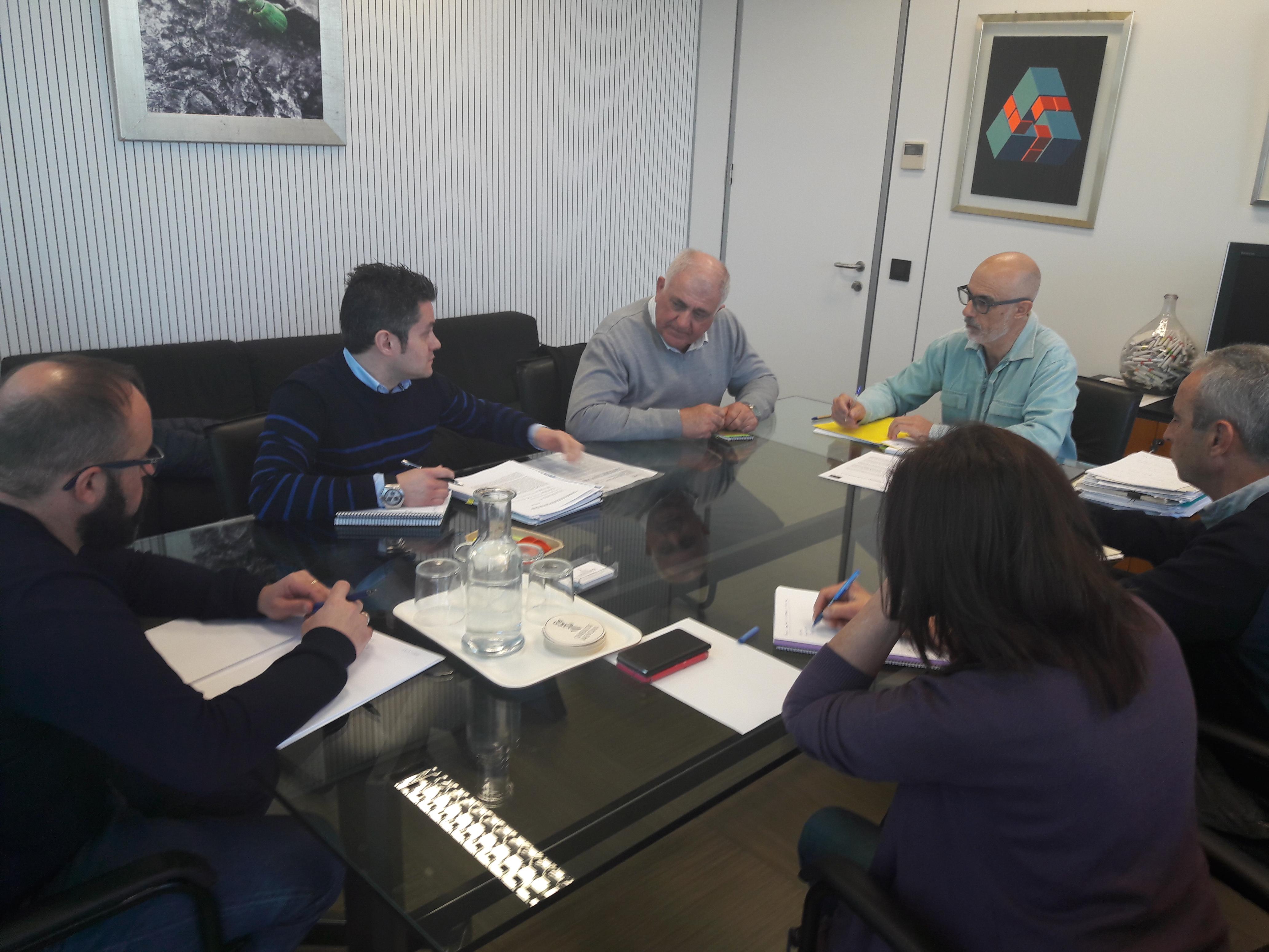 En el transcurso de la reunión, LA UNIÓ también ha insistido a Conselleria de Agricultura en la necesidad de agilizar la tramitación de los expedientes de las explotaciones ganaderas sometidas a impacto ambiental.