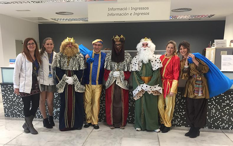 Visita de SM Los Reyes Magos de Oriente a los niños del Hospital de Manises.