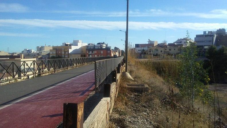 Mejorar los actuales accesos al centro de salud, uno de los mayores problemas que afectan actualmente el enclave, es uno de los retos más importantes del proyecto del Barranc dels Moros.