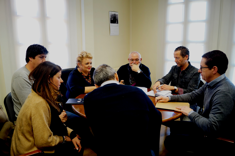 La diputada de Bienestar Social con miembros del Ayuntamiento de Ademuz.