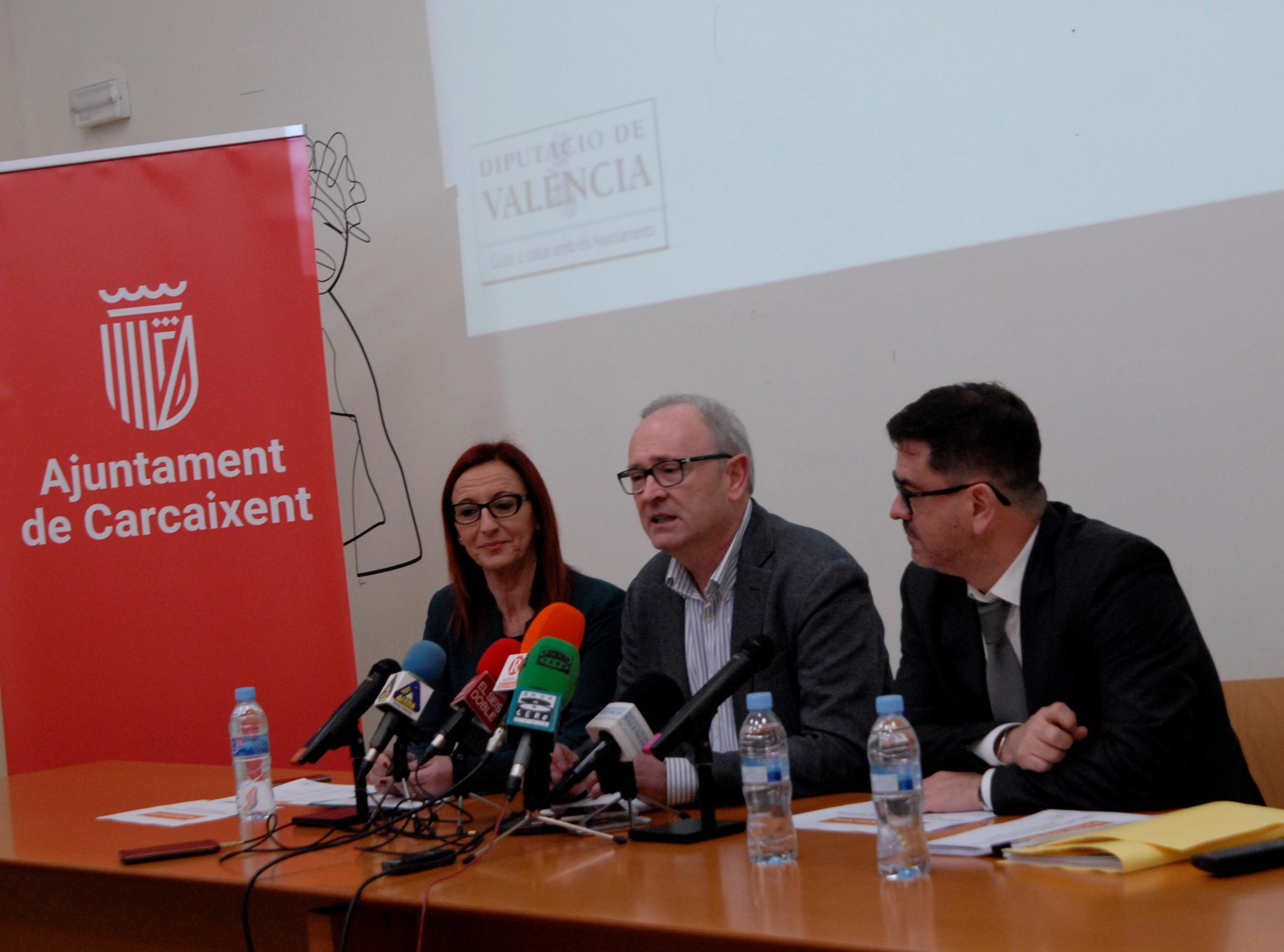 La vicepresidenta ha presentat, junt al diputat Emili Altur i l'alcalde de Carcaixent, la inversió comarcal d'aquest programa biennal de la Diputació de València.