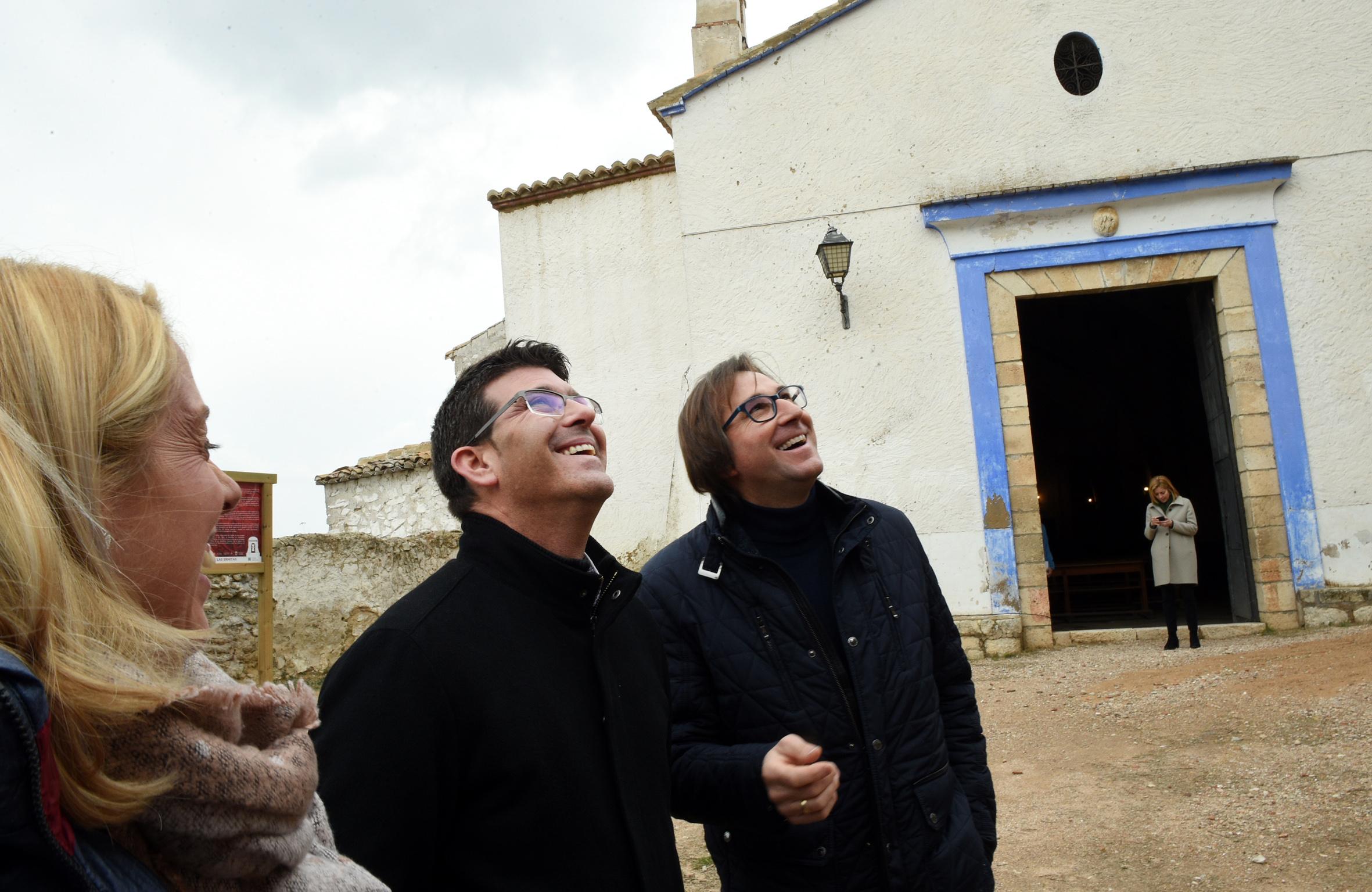 El presidente, Jorge Rodríguez, visita el Teatro Regio y la Ermita de San Blas, donde la corporación ha destinado 200.000 euros para mejorar ambas instalaciones
