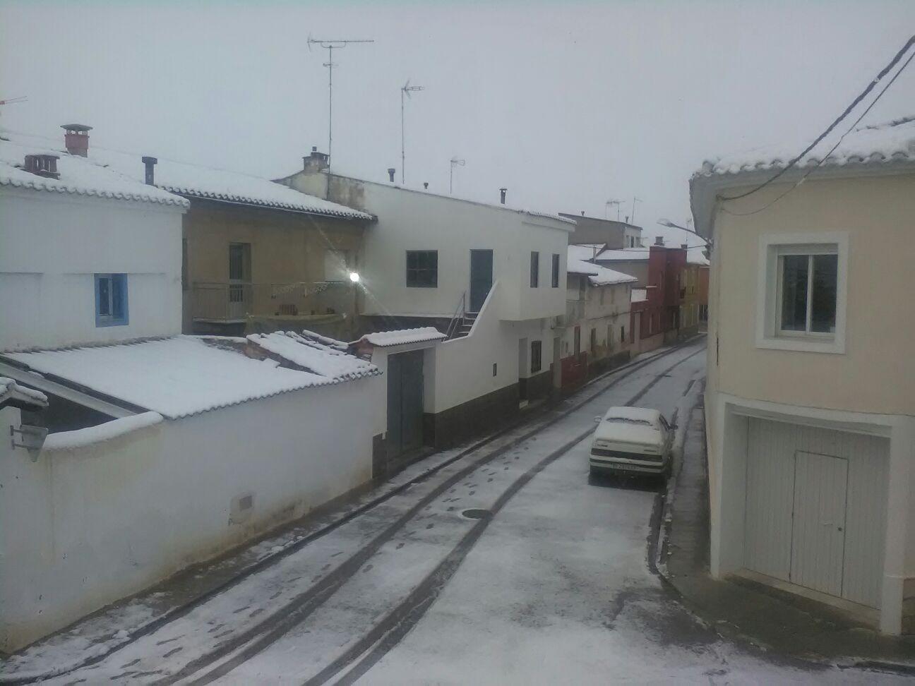 La nieve sigue estando muy presente en municipios del interior valenciano como Camporrobles. Foto: Raúl Ferrer.
