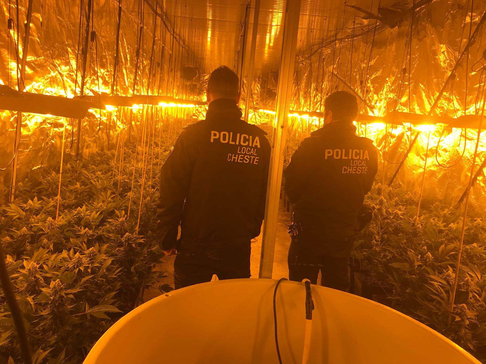 La Policía Local iba acompañada de los guardas rurales de Cheste mientras realizaba esta inspección rutinaria.